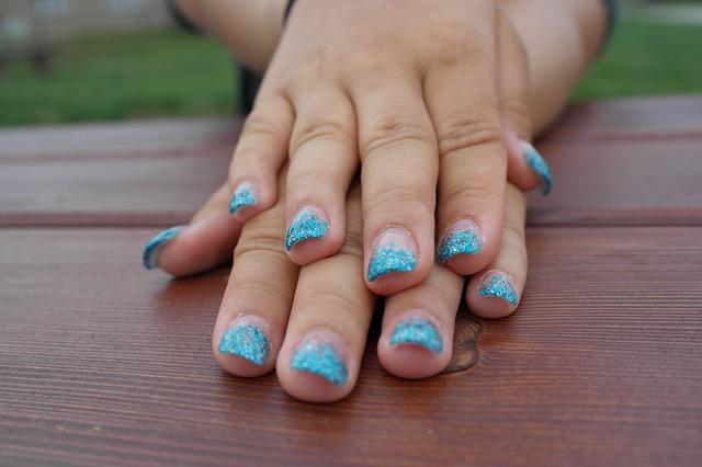 hands-224571_640