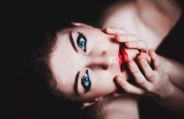 blue-eyes-237438_640