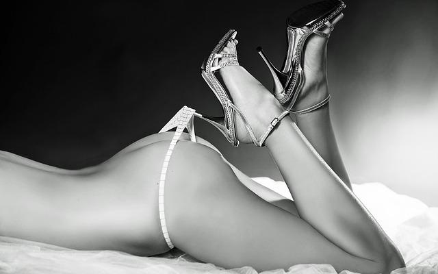 erotic-1632090_640
