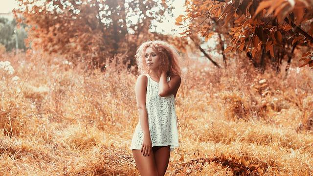 girl-in-a-short-dress-1744349_640